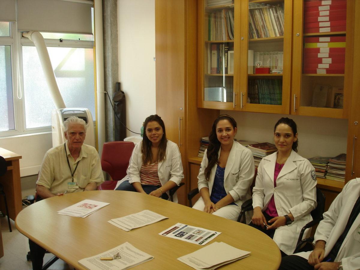 Prof. Dr. Luiz Jorge Fagundes, Coordenador Científico do CEADS e os Residentes Estagiários de DST do mês de fevereiro de 2014, durante a realização das Provas Teórico e Prática de DST.