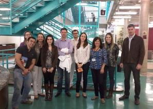 A Bibliotecária Vera Sampaio recebeu os Estagiários na Biblioteca da FSP USP.