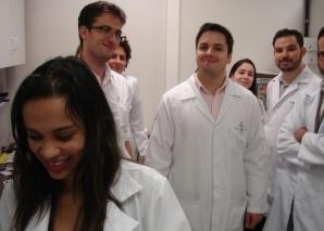 A Biomédica Fátima Morais aplicou a prova prática de DST aos estagiários de março de 2014.