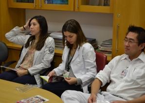 A Biomédica Fátima Morais cadastrou os novos Estagiários