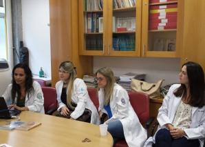 A Biomédica Fátima Morais fez o cadastramento dos Residentes na Lista de Discussão.