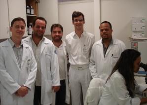 Biomédica Fátima Morais, aplica as provas práticas de DST.