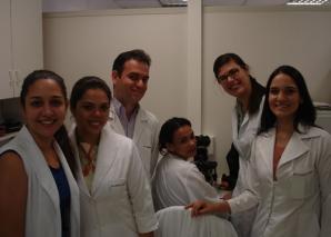 Biomédica Fátima Morais, aplica prova prática de DST