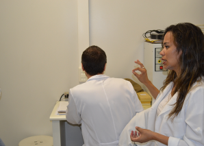 Biomédica Fatima Morais, fez a demonstração do Laminário do CEADS.