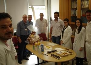Prof. Dr. Fagundes, recebe homenagem doa Equipe de trabalho e dos Residentes