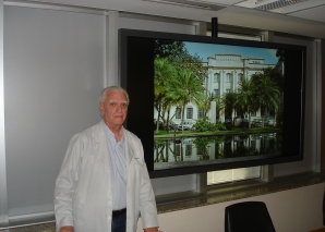 Prof. Fagundes. Ministra Palestra sobre Lesões Cutâneas de Mama