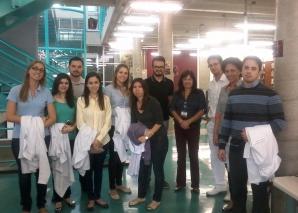 Profa. Vera Sampaio recebeu os Residentes na Biblioteca da FSP USP.