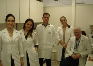 Residentes de DST assistem à aula prática de Laboratório