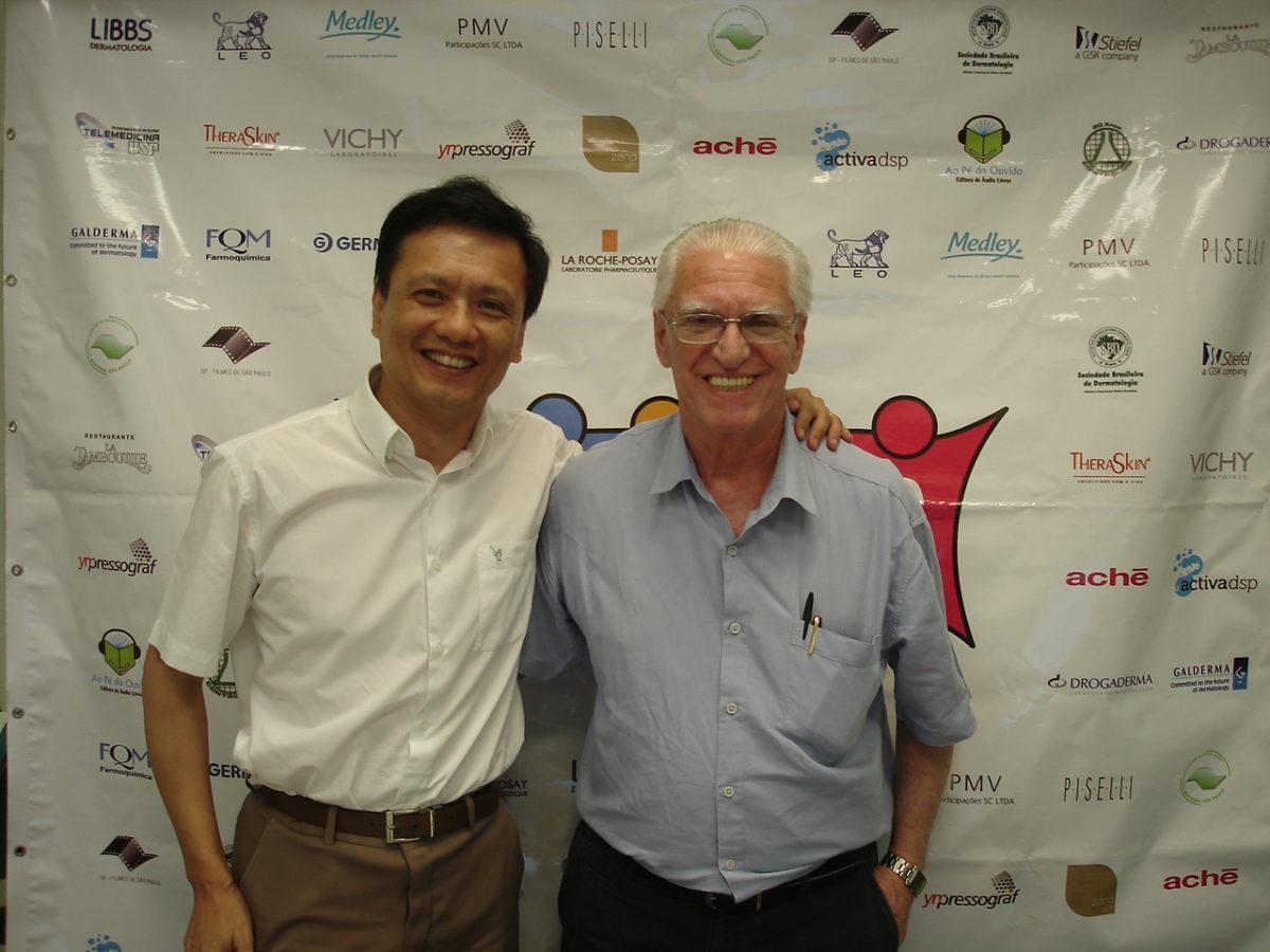 """Prof. Dr. Chao Lung Wen, Coordenador do Fórum de Debates sobre a """"História e Perspectivas da Telemedicna no Brasil"""" e o Prof. Dr. Luiz Jorge fagundes, Coordenador Científico do CEADS e Organizador do Fórum de Debates."""