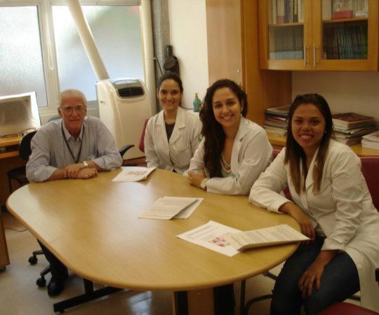 Prof. Dr. Luiz Jorge Fagundes, Coordenador Científico do CEADS e as Residentes do mês de fevereiro de 2014, durante a prova final do Estágio de DST.