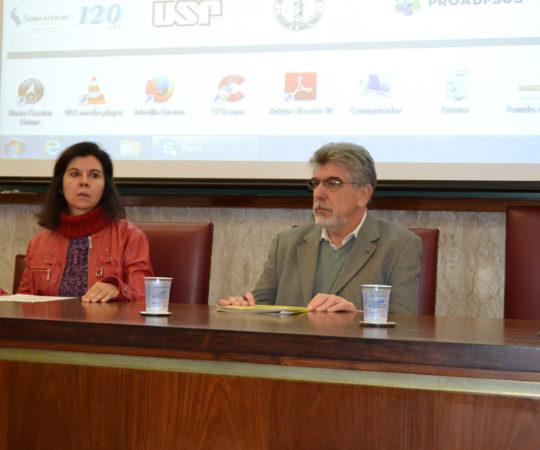 """Profa. Dra. Patricia Helen Rondó e o Prof. Dr. Victor Wünsh Filho, respectivamente Vice Diretora e Diretor da Faculdade de Saúde Pública da USP, durante a """"Plenária"""" que definirá os rumos dos Centros de Saúde Escola do Estado de São Paulo."""