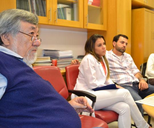 """Prof. Fabio Haramura, Coordenador de Gestão do CEADS e os Residentes Estagiários de DST de junho de 2014, durante a Palestra sobre """"Fundamentos da Gestão""""."""