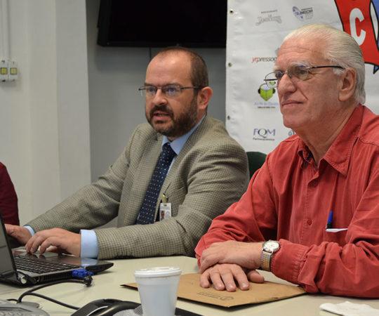 """Prof. Dr. Marcelo Menta Nico, Professor Livre Docente da FM USP e Coordenador do Fórum sobre """"Estomatologia"""" e o Prof. Dr. Luiz Jorge Fagundes, Coordenador Científico do CEADS, durante a apresenta do 33 Fórum de Debates do CEADS."""