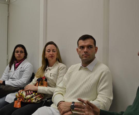 Prof. Jose Delia Filho, Membro do Conselho Fiscal do CEADS e os Residentes Estagiários de DST de julho de 2014, durante a palestra sobre Gestão