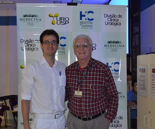 Prof. Dr. Luiz Jorge Fagundes, Coordenador Científico do CEADS e o Residente Dr. Bruno Chiesa, durante a discussão do caso clínico de DST na Divisão de Clínica Urológica do HC FMUSP