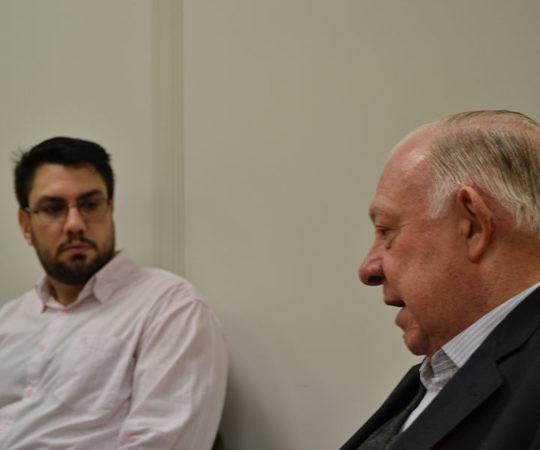 """Prof. Dr. Sidnei Martini Colaborador do CEADS e os Residentes Estagiários de DST de agosto de 2014, durante a Palestra sobre """"Gestão da Carreira Universitária""""."""
