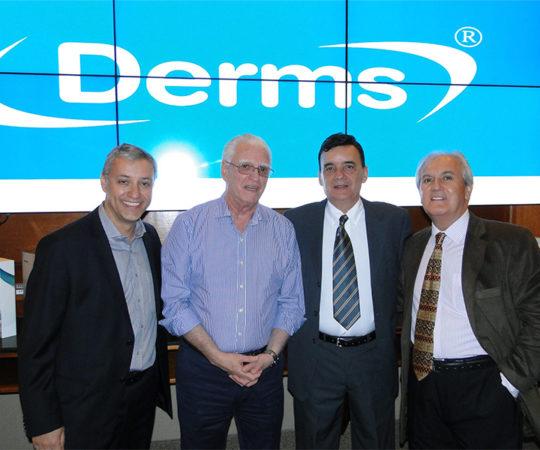 Sr. Marcelo Pontello, Colaborador do CEADS e Membro da Equipe da Germed Pharma, Prof. Dr. Luiz Jorge Fagundes, Coordenador Científico do CEADS, O Sr. Cosme dos Santos, Presidente da Germed Pharma e o Sr. Paulo Pires, Colaborador do CEADS e Membro da Equipe do Laboratório Germed Pharma.