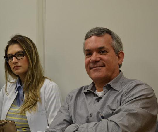 """Prof. Lucas Blanco, Colaborador do CEADS e Palestrante do Tema: """"Negociação e Persuasão"""" e os Residentes Estagiários de DST de setembro de 2014."""