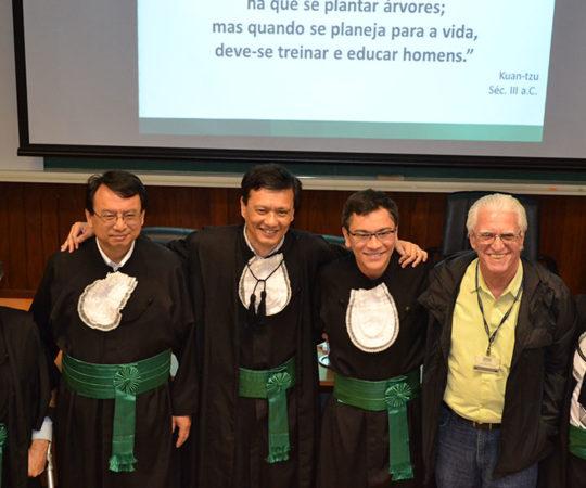 O Prof. Dr. Luiz Jorge Fagundes, Coordenador Científico do CEADS e a Banca Examinadora do Prf. Dr. Elso Elias Vieira Júnior .
