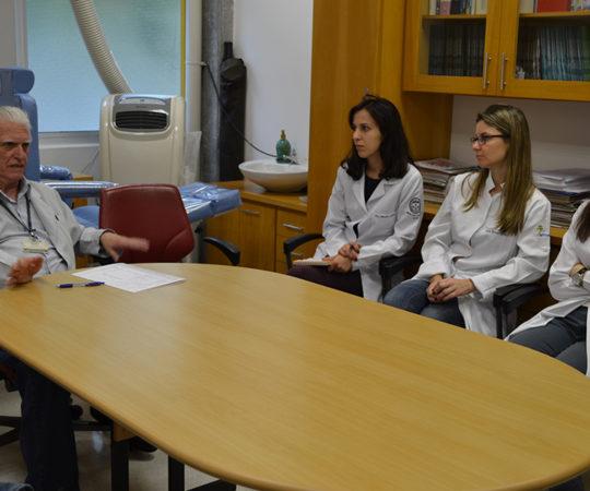 O Prof. Dr. Luiz Jorge Fagundes, Coordenador Científico do CEADS e os Residentes Estagiários de DST,do mês de outubro de 2014, durante a recepção e a realização das Provas Teórico Prática sobre as Doenças Sexualmente Transmissíveis.
