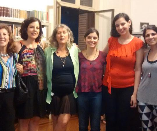 """Desenhistas de Humor Gráfico, as """"Periquitas"""" (da esquerda para a direita): Ciça, Claudia Kfouri, Crau, Luiza Nasser, Priscila Ramos e Lorena Kraz."""