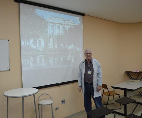 """O Prof. Dr. Luiz Jorge Fagundes, Coordenador Científico do CEADS, durante a apresentação da Palestra sobre """"Sífilis"""", nas dependências do Complexo Hospitalar Padre Bento de Guarulhos."""