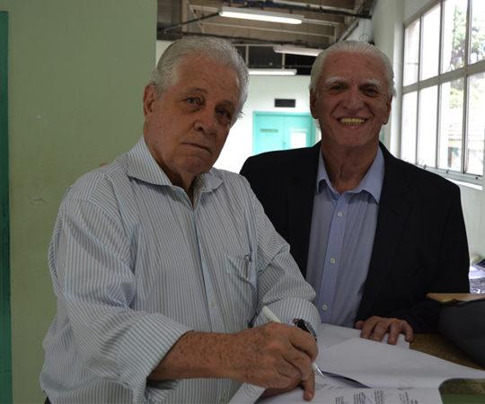 Prof. Dr. Ney Romiti, Responsável pela Dermatologia da Faculdade de Medicina de Santos (UNILUS) e o Prof. Dr. Luiz Jorge Fagundes, Coordenador Científico do CEADS, durante a Assinaura do Acordo Cooperação Científica entre A Faculdade de Medicna de Santos ( Dermatologia), o CEADS e o Centro de Saúde Escola Geraldo de Paula Souza da Faculdade de Saúde Pública da USP