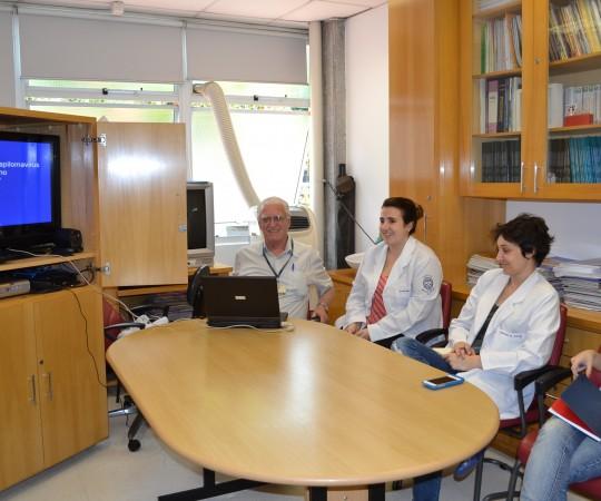 PROF.DR. LUIZ JORGE FAGUNDES,COORDENADOR CIENTÍFICO DO CEADS E OS RESIDENTES ESTAGIÁRIOS DE DST DE JANEIRO DE 2015,DURANTE A PALESTRA SOBRE HPV.