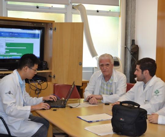 O Prof. Dr. Luiz Jorge Fagundes, Coordenador Científico do CEADS e os Residentes Estagiários de DST de fevereiro de 2015, durante a recepção aos novos Residentes e posterior realização das provas teórica e prática sobre DST.