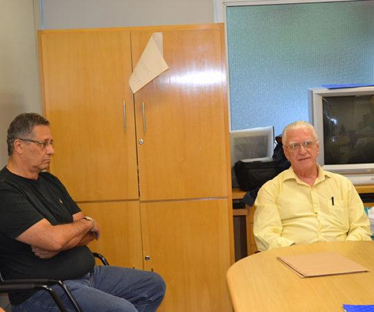 """O Prof. Wesley Wey Jr, Colaborador do CEADS e o Prof. Dr. Luiz Jorge Fagundes, Coordenador Científico do CEADS, durante a Palestra sobre """"Fundamentos da Gestão"""", dirigida aos Residentes Estagiários de DST de fevereiro de 2015."""
