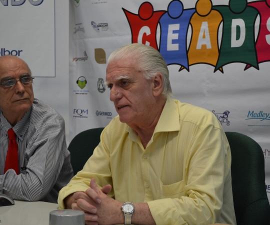 """Prof. Dr. Luiz Jorge Fagundes, Coordenador Científico do CEADS e o Prof. Dr. Ival Peres Rosa,Colaborador do CEADS e Professor Adjunto de Dermatologia da UNIFESP (Escola Paulista de Medicina), durante a discussão sobre """"Hidradenites"""",tema do 41 Fórum de Debates do CEADS."""