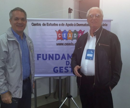 """O Prof. Lucas Blanco, que discorreu sobre """"Negociação e Persuasão"""" e o Prof. Dr. Luiz Jorge Fagundes, Coordenador Científico do CEADS."""