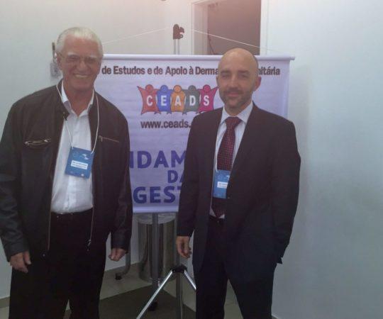 """O Prof. Gustavo Ferreira Castelo Branco, que ministrou a Palestra sobre """"Aspectos Jurídicos do Erro Médico"""" e o Prof. Dr. Luiz Jorge Fagundes, Organizador do Evento."""