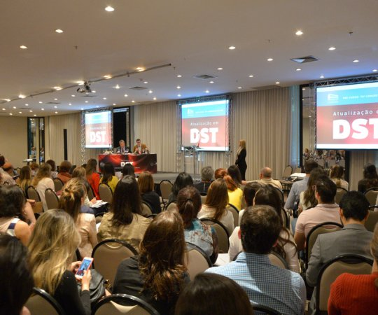 Auditório do Hotel Tivoli em São Paulo, local da apresentação do Curso de Atualização em DST, patrocinado pela Sociedade Brasileira de Dermatologia.