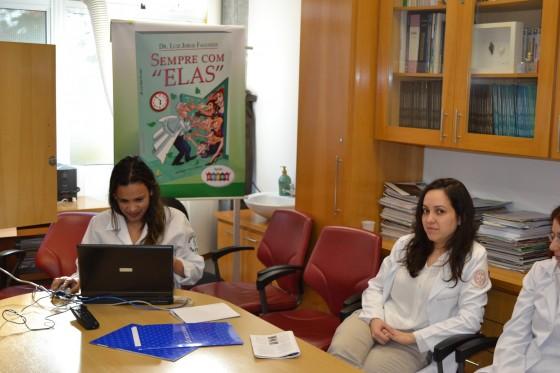 A Biomédica Fatima Morais, Colaboradora do CEADS e os Residentes Estagiários de DST de agosto de 2015, durante o processo de cadastramento na Lista de Discussão, com assuntos relativos às DST.