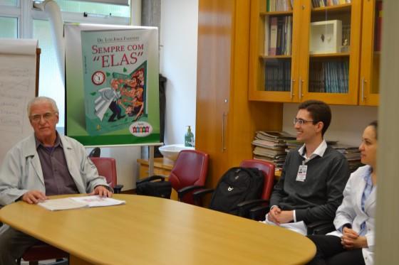 O Prof. Dr. Luiz Jorge Fagundes, Coordenador Científico do CEADS e os Residentes Estagiários de DST de agosto de 2015, durante a realização das provas teória e prática de DST.
