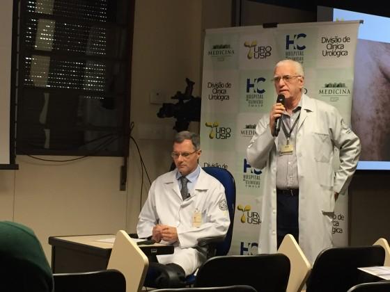O Prof. Dr. Luiz Jorge Fagundes,Coordenador Científico do CEADS, durante sua participação na discussão dos casos clínicos de DST na reunião da  Divisão de Clínica Urológica do HC da FMUSP, realizada em 03/09/2015.