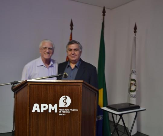 Prof. Dr. Luiz Jorge Fagundes, Coordenador Científico do CEADS e o Prof. Dr. Mauro Dinato, Diretor da Faculdade de Medicina de Santos, Fundação Lusíadas, durante a XIII Jornada Dermatológica Prof. Dr. Ney Romiti.
