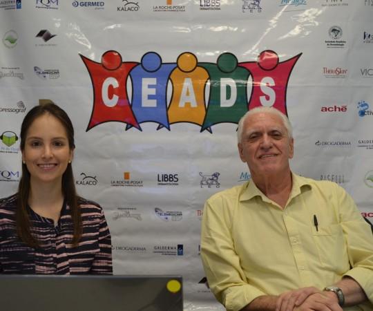 """A Dra. Lucimara Samoranos Palestrante do Tema :""""Genodermatoses"""" e o Prof. Dr. Luiz Jorge Fagundes, CoordenadorCientífico do CEADS, durante a apresentação do 49 Fórum de Debates do CEADS."""