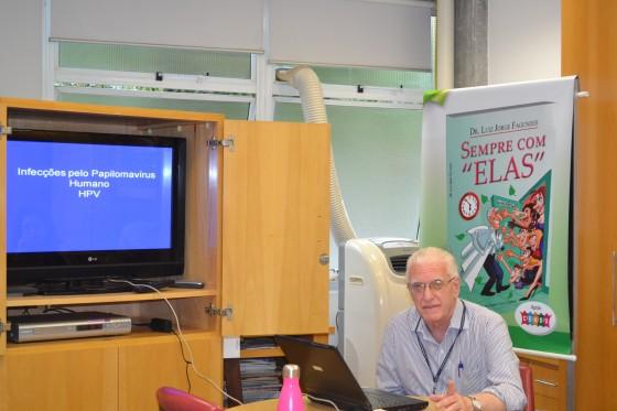 """O Prof. Dr. Luiz Jorge Fagundes,Coordenador Científico do CEADS, durante a Palestra sobre """"Infecção pelo HPV""""."""