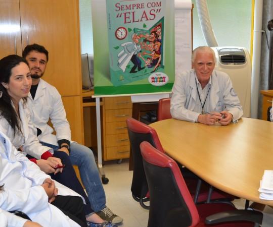 O Prof. Dr. Luiz Jorge Fagundes, Coordenador Científico do CEADS e os Residentes Estagiários de DST de outubro de 2015, durante a realização das Provas Teórica e Prática com assuntos alusivos às Doenças Sexualmente Transmissíveis.