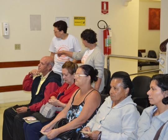 Aspecto do público à espera pelo exame dermatológico, realizado no Hospital Beneficência Portuguesa de São Paulo, durante a Campanha de Prevenção ao Câncer da Pele.