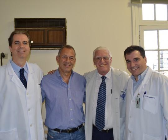 Dr. Leonardo Abrucio Neto, Dr. Julio Viola, Prof. Dr. Luiz Jorge Fagundes e Dr. Fernado Gatto, Médicos Colaboradores do CEADS e Voluntários da Campanha Nacional de Prevenção ao Câncer da Pele de 2015.
