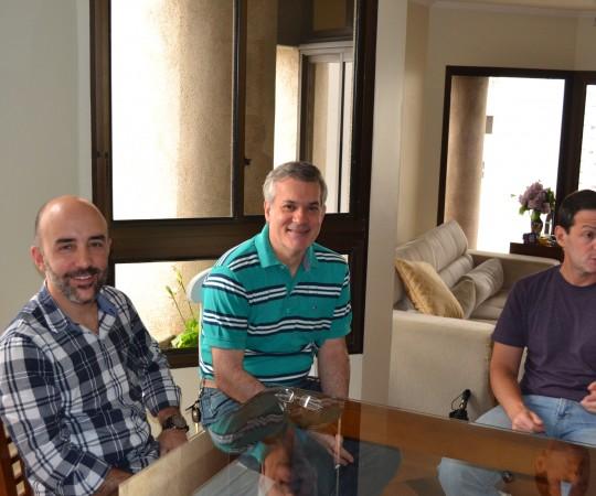 O Prof. Gustavo Ferreira, O Prof. Lucas Blanco e o Prof. Daniel Rothenberg, pertencentes ao Grupo de Gestores do CEADS, durante a Reunião de estabelecimento de Metas para 2016.
