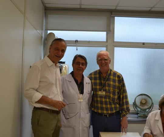 O Prof. Dr. Cyro Festa Neto, Professor Titular de Dermatologia do HC FMUSP, colaborador do CEADS, O Prof. Dr. Walter Belda Jr. Prof. Livre Docente do HC FMUSP, Colaborador do CEADS,o Prof. Dr.Luiz Jorge Fagundes, Coordenador Científico do CEADS e a Enfermeira Natalina Lima, Colaboradora do CEADS, responsável pela Pré e Pós Consulta de DST.