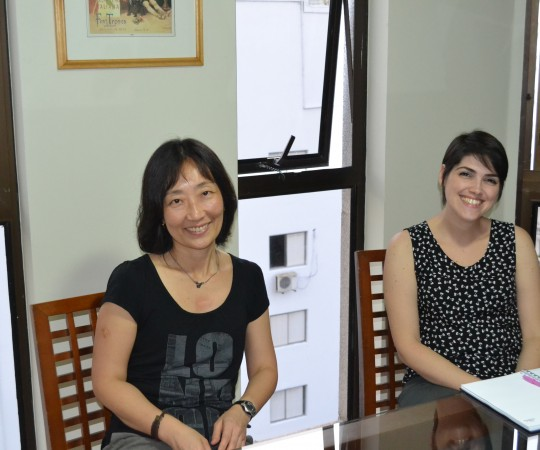 A Profa. de Gestão de Projetos Silvia Quiota e a Responsável pelo Departamento Comercial da Activa Sabrina Della Santa, durante a reunião do CEADS com os Representantes da Empresa Activa Design.