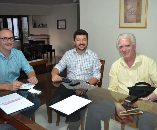 O Coordenador Científico do CEADS, o Prof. Dr. Luiz Jorge Fagundes, o Secretário do CEADS, o Engenheiro Carlos Okada e o Proprietário da Empresa Activa Design Sr. Alexandre Chiea, durante a reunião do CEADS e a Activa Design, para as definições da revitalização do site do CEADS. Atenciosamente.Fagundes