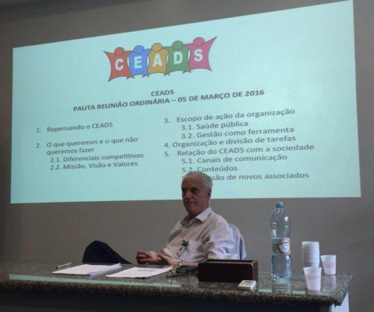 O Prof. Dr. Luiz Jorge Fagundes, na Abertura da Reunião do CEADS