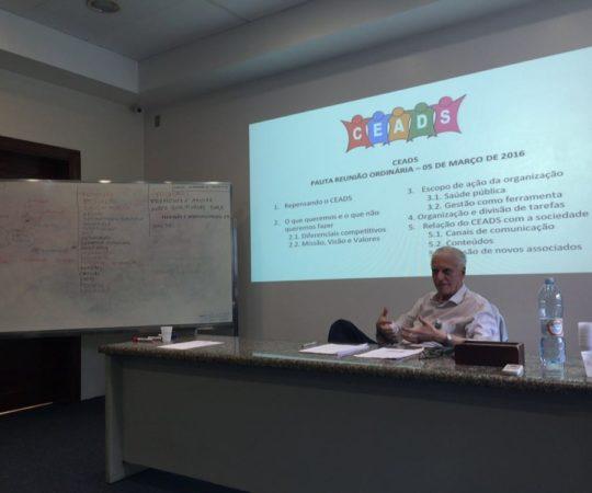 O Prof. Dr. Luiz Jorge Fagundes,durante a abertura da Reunião ordinária do CEADS