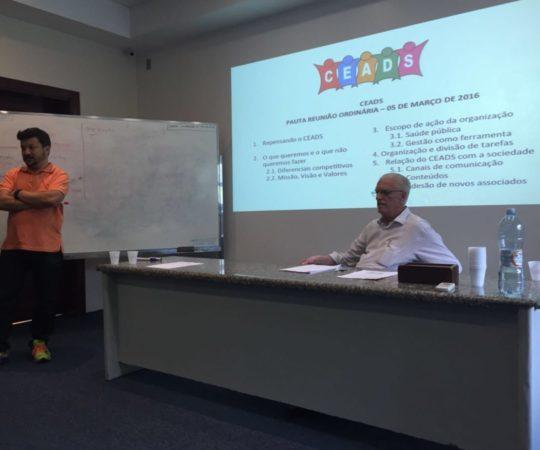 Dr. Carlos Okada, Secretário do CEADS e o Prof. Dr. Luiz Jorge Fagundes, Coordenador Científico do CEADS, durante a Reunião de definição das metas do CEADS